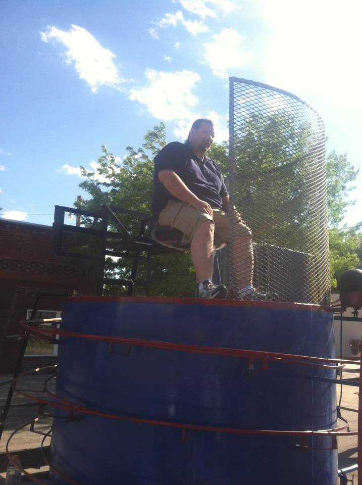 police department volunteers for dunk tank
